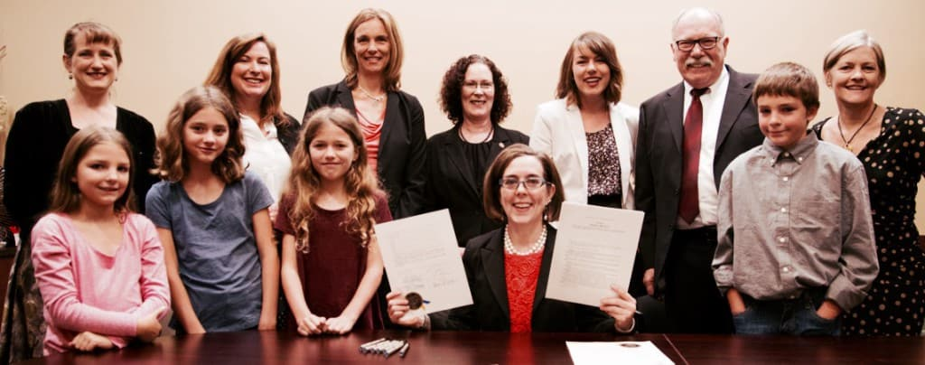 Governor Kate Brown signs Senate Bill 612, requiring school districts to ensure one teacher in every elementary school is trained in dyslexia. The bill also directs the ODE to designate a dyslexia specialist and to develop list of training opportunities for teachers about dyslexia and to develop a plan to screen for the risk factors of dyslexia by first grade.